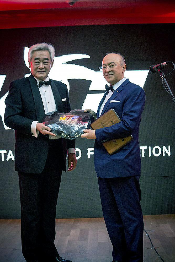 WTF President Chungwon Choue and WTF Vice Chair and Azerbaijan Taekwondo Federation President Kamaladdin Heydarov poses during the award ceremony
